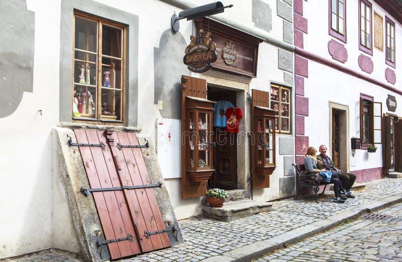 A vida, pessoa, architechture de Cesky Krumlov, Checo Áustria imagens de stock