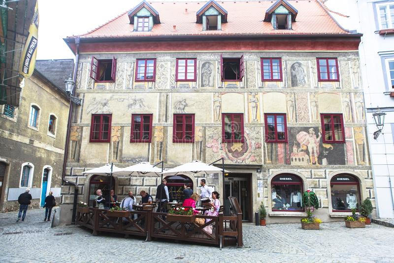 A vida, pessoa, architechture de Cesky Krumlov, Checo Áustria imagem de stock royalty free