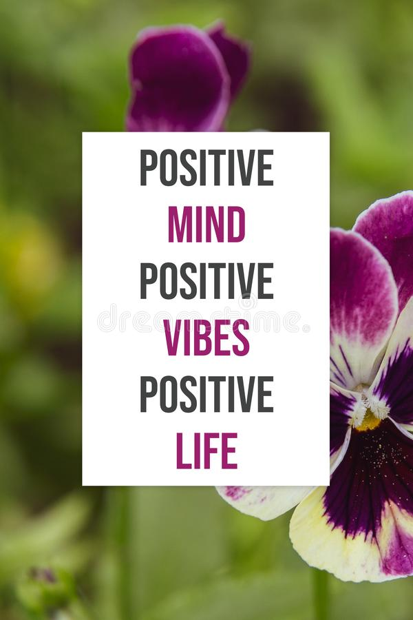 Vida positiva del cartel de los ambientes positivos positivos inspirados de la mente fotografía de archivo libre de regalías