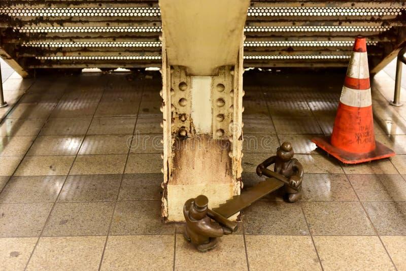 Vida subterrânea - 14o metro da rua imagens de stock royalty free