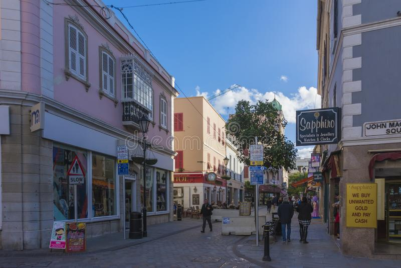 Vida urbana na rua principal, Gibraltar fotografia de stock royalty free