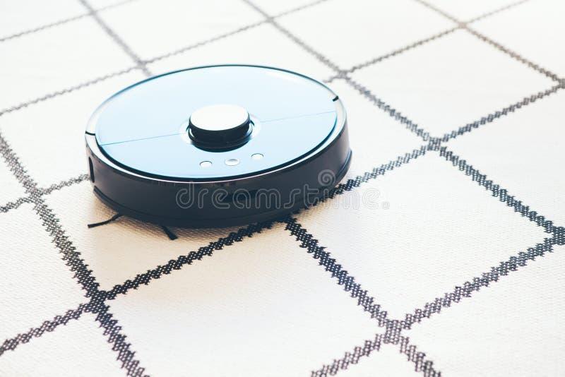 Vide De Robot Sur Le Tapis Blanc Dans L Action Foyer Selectif