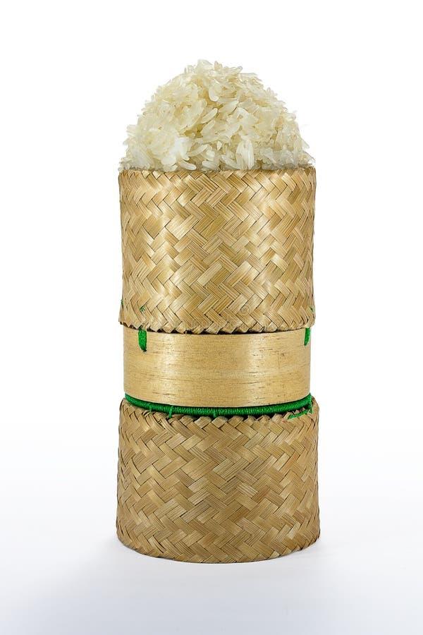 Vide- hemslöjd för tradition för klibbiga ris för bambu med vit backgr royaltyfri foto
