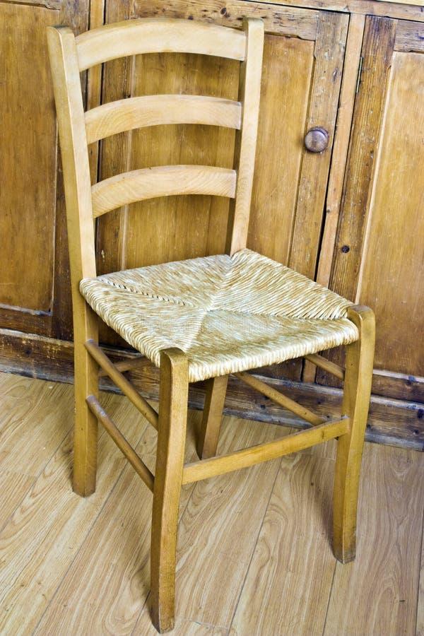 vide- trä för stol arkivbild