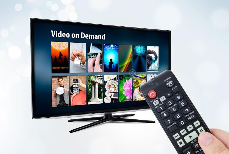 Video auf Anfrage VOD-Service im intelligentem Fernsehen stockbild