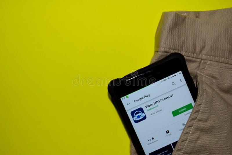Video bärare-applikation för omformare MP3 på den Smartphone skärmen arkivbilder