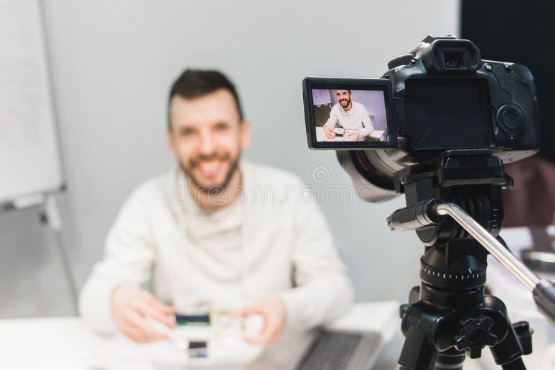 Video blogg för utbildning som filmar i kulisserna begrepp arkivbild