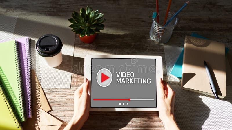 Video concetto di pubblicit? e di vendita sullo schermo fotografia stock
