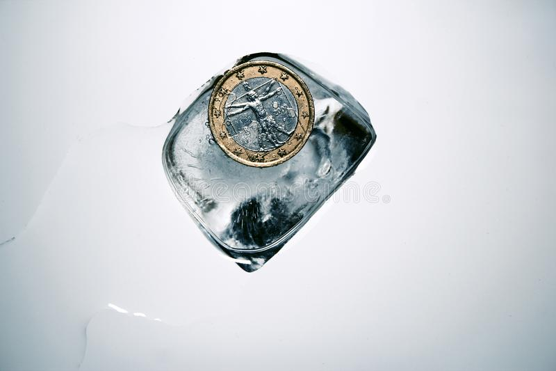 Video: De Vinci Vitruvian-man op een euro muntstuk in ijs stock afbeelding