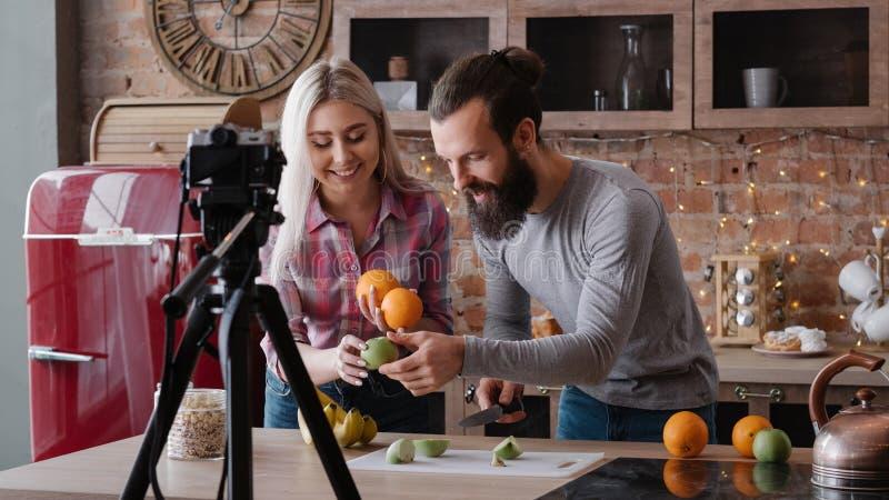 Video för blogg för näring Vlog för organisk mat sund arkivfoton