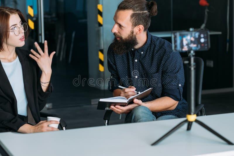 Video intervjuyrkeserfarenhet för affär fotografering för bildbyråer