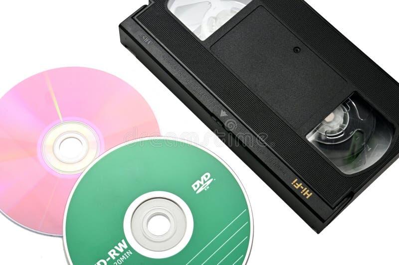 Videoband f?r hem- bruk p? en vit bakgrund videocassette royaltyfria foton