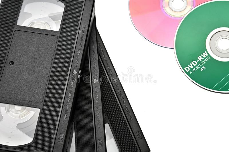 Videoband f?r hem- bruk p? en vit bakgrund videocassette royaltyfri foto