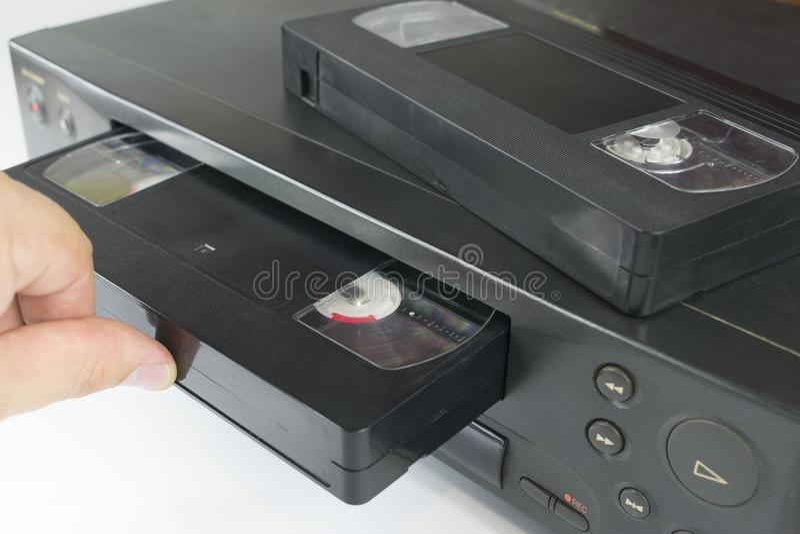 Videoband in i en bandspelare arkivbilder