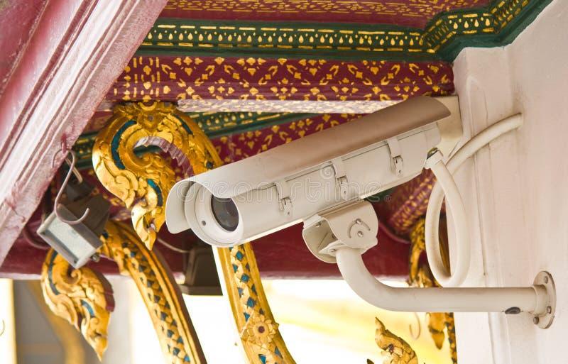 Videocamera di sicurezza al tempio tailandese in Tailandia immagini stock libere da diritti