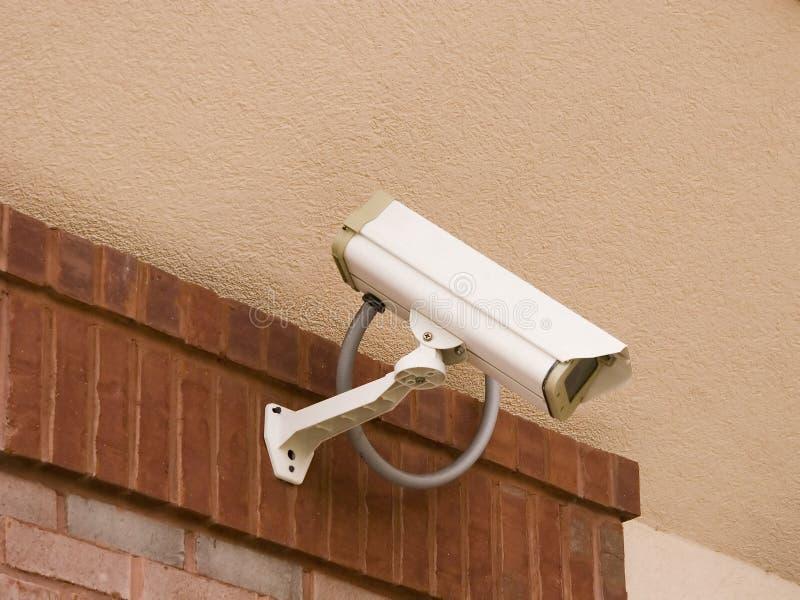 Videocamera di sicurezza sullo stucco fotografia stock libera da diritti