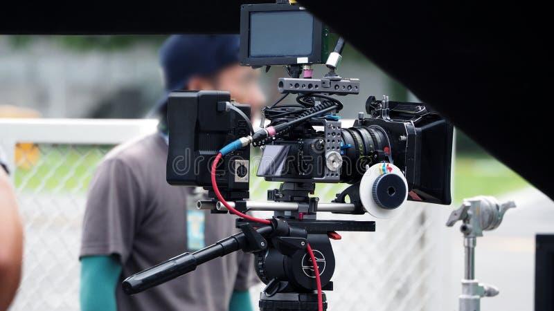 Videocamera nella produzione di film o del film sul treppiede immagine stock libera da diritti