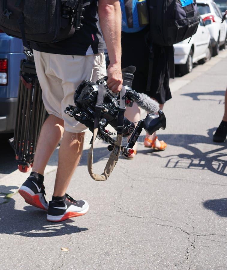 Videocameraexploitant op het werk, in openlucht royalty-vrije stock afbeelding