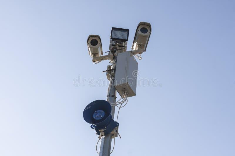 Videocamere di sicurezza del CCTV di sorveglianza fotografie stock libere da diritti