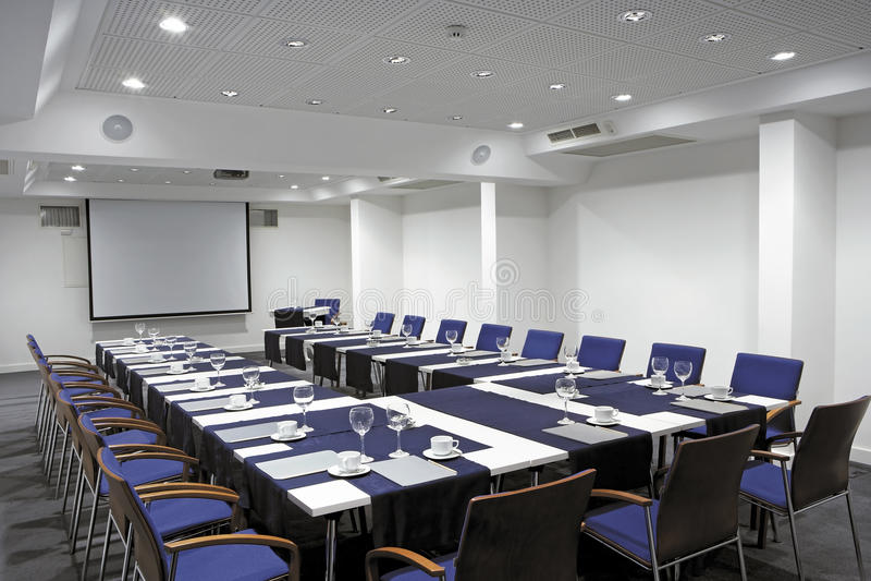 Videoconferentiezaal, breed hoekoverzicht royalty-vrije stock foto