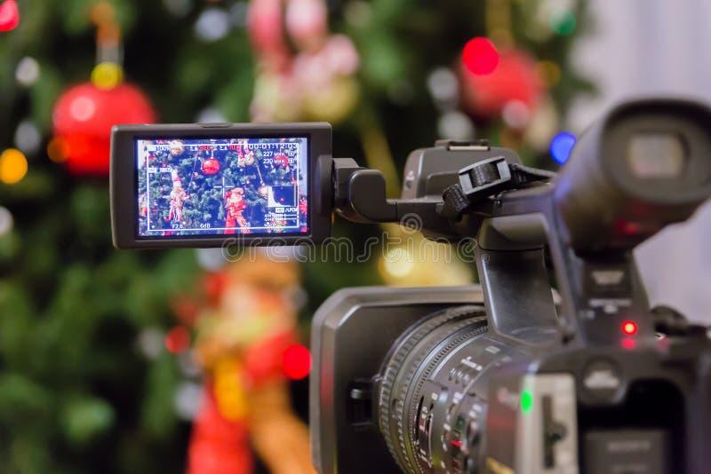 Videodreh am Ereignis des neuen Jahres Kamerarecorder mit LCD-Anzeige lizenzfreies stockfoto