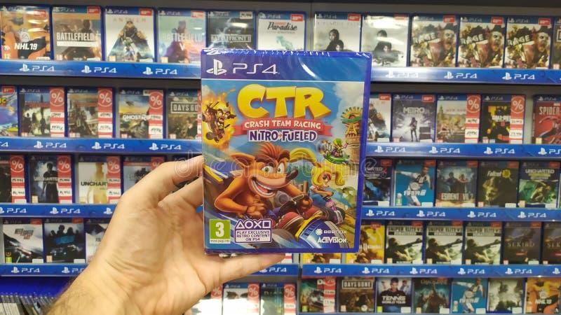 Videogame de Team Racing Nitro Fueled do impacto no console de Sony Playstation 4 na loja do jogo fotos de stock