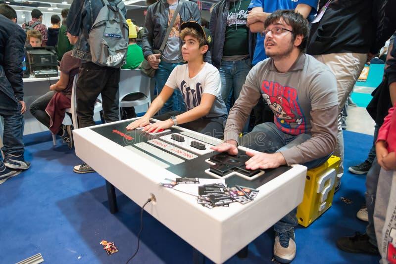 Videogames clássicos na semana 2014 dos jogos em Milão imagens de stock