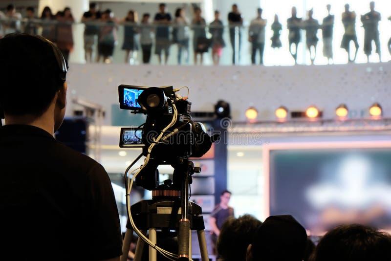 Videographer manarbete royaltyfria bilder