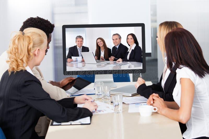 Videokonferens i kontoret royaltyfri foto