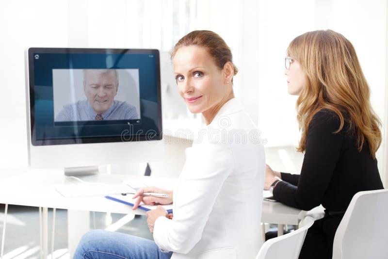 Videokonferenzsitzung stockfoto