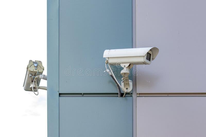 Videopp bevakningkameror på slutet av byggnaden royaltyfri fotografi