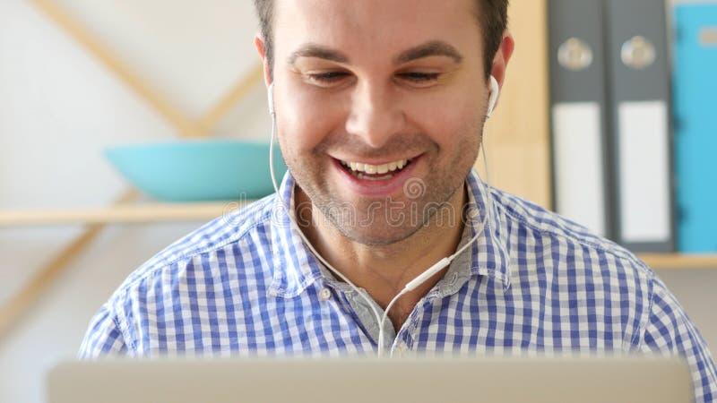 Videopraatje op Laptop Webcam, Front View stock afbeeldingen