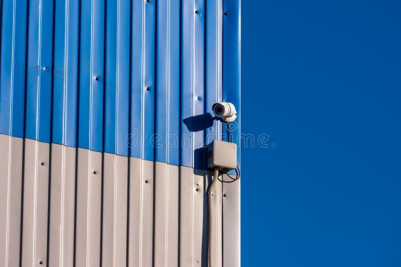 Videosorveglianza sulla parete immagine stock libera da diritti