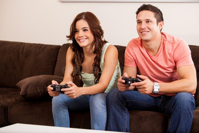 Videospelkonkurrens för ett datum royaltyfri fotografi