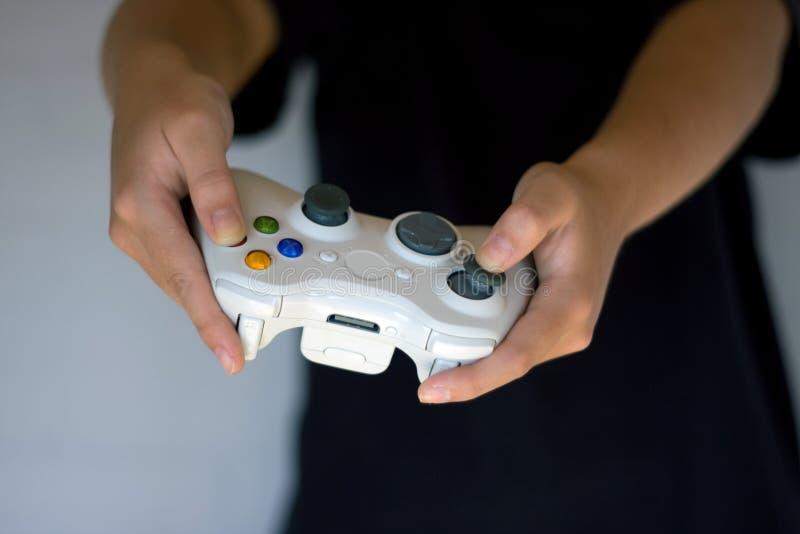 Videospielspielauflage mit analogen Steuerknüppeln stockbilder