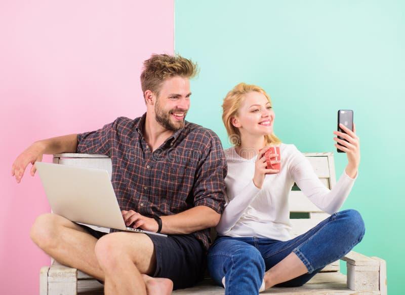 Videovraagvoordelen Mededeling zonder barrières Blijf overal in contact mobiele moderne de technologievideo van Internet royalty-vrije stock afbeeldingen