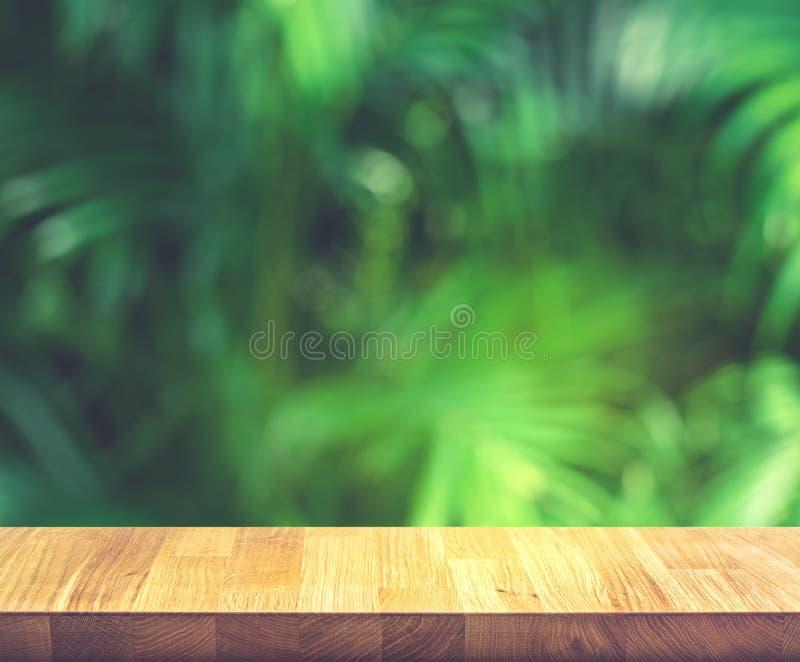 Videz du dessus de table en bois sur la belle feuille tropicale du jardin image libre de droits