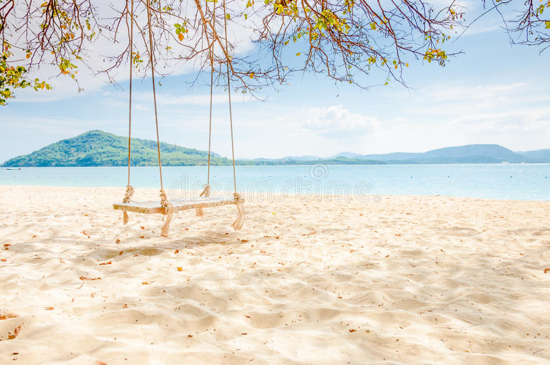 Videz l'oscillation sur la plage à l'île Rang yai, Thaïlande photo libre de droits