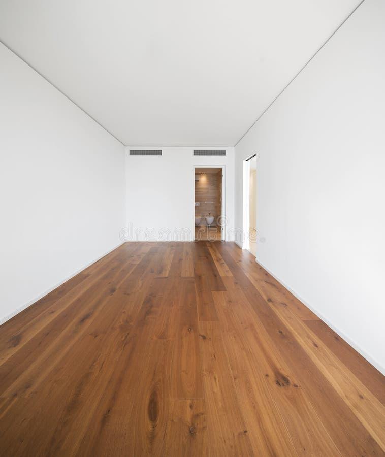 Videz la pièce blanche avec le parquet sombre, qualité photographie stock