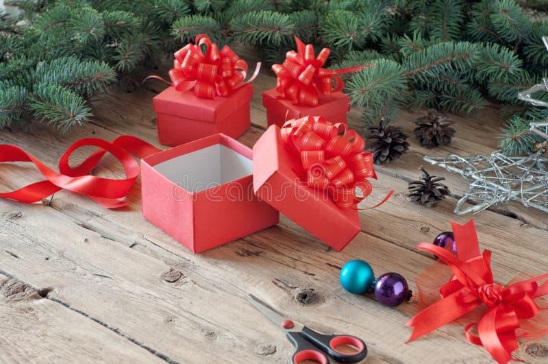 Videz le boîte-cadeau ouvert de Noël images libres de droits