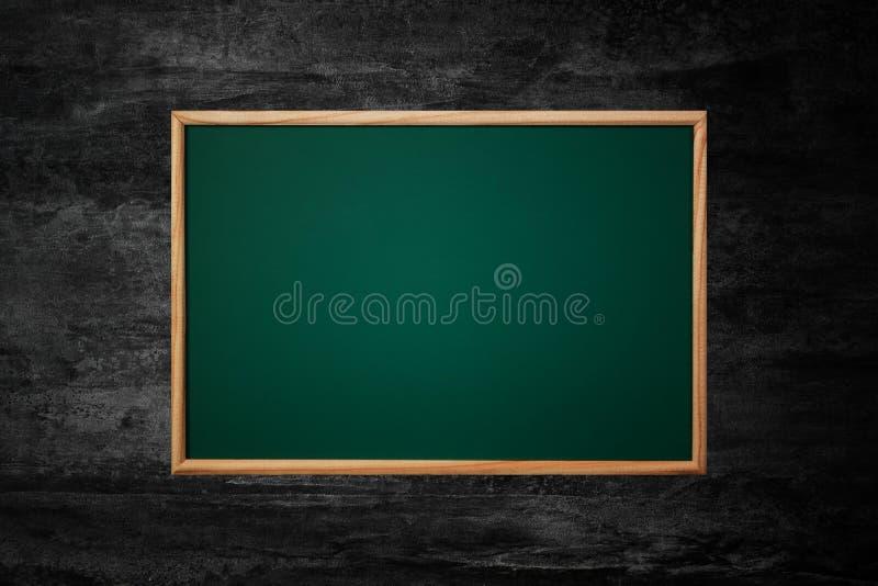 Videz le fond vert de tableau ou de conseil pédagogique et donnez aux WI une consistance rugueuse photos stock