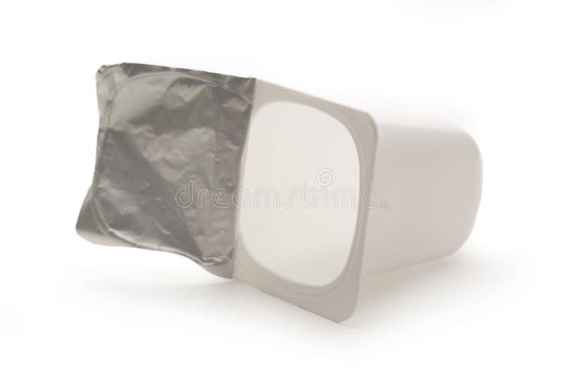 videz le pot en plastique cras de yaourt photo stock image du boisson plastique 74086740. Black Bedroom Furniture Sets. Home Design Ideas