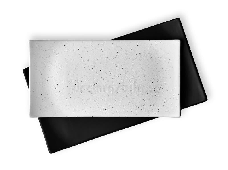 Videz les plats de plats, blancs et noirs rectangulaires de céramique, vue d'en haut d'isolement sur le fond blanc avec le chemin photographie stock