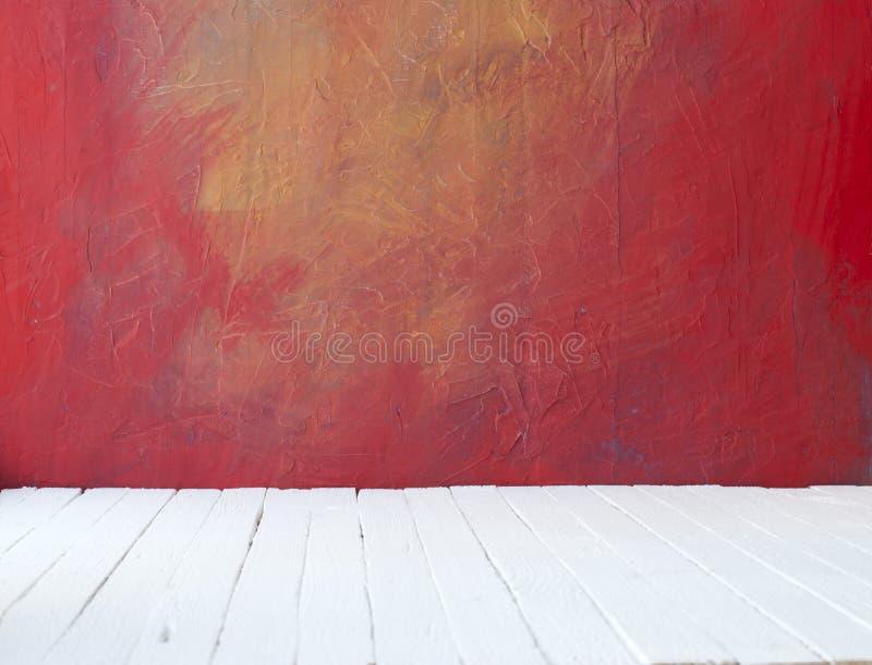 Videz un intérieur de couleur de pièce de vintage sans plafond de mur grunge de ciment de peinture et de vieux plancher en bois photos libres de droits