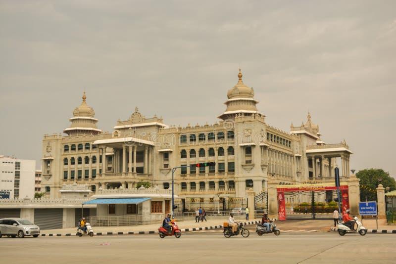 Vidhana Soudha delstatsparlamentbyggnaden i Bangalore, Indien royaltyfria bilder
