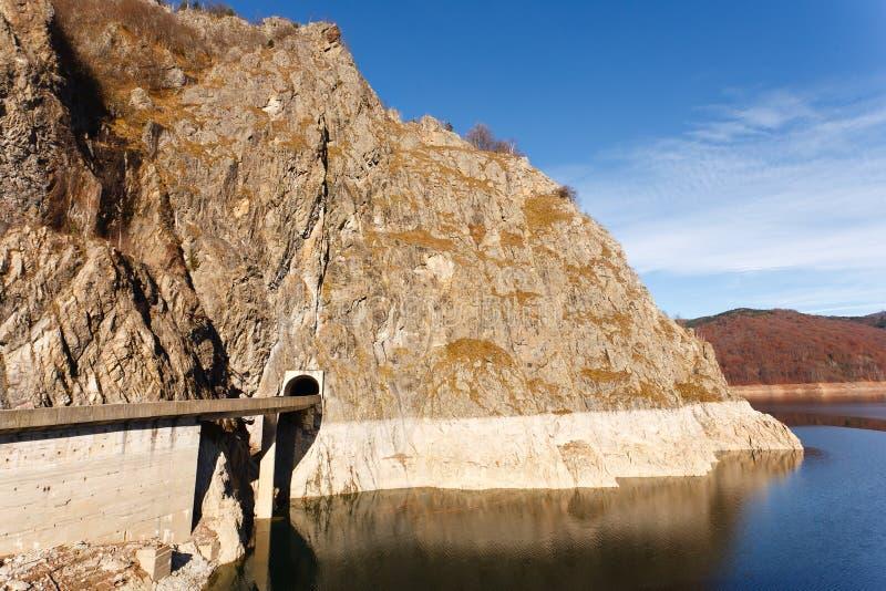 Vidraru See in Rumänien lizenzfreies stockbild