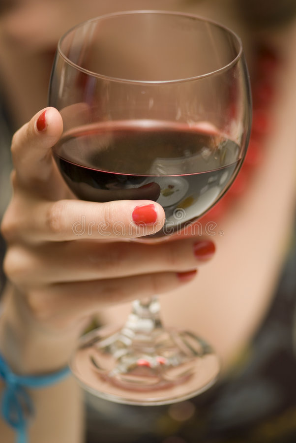 Vidrio con el vino imagenes de archivo