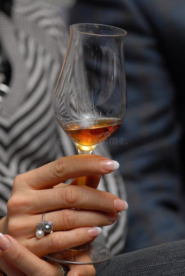 Vidrio con el vino rojo. foto de archivo