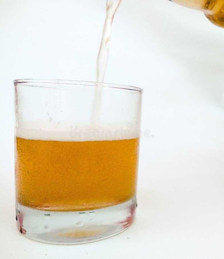 Vidrio con la cerveza fotografía de archivo