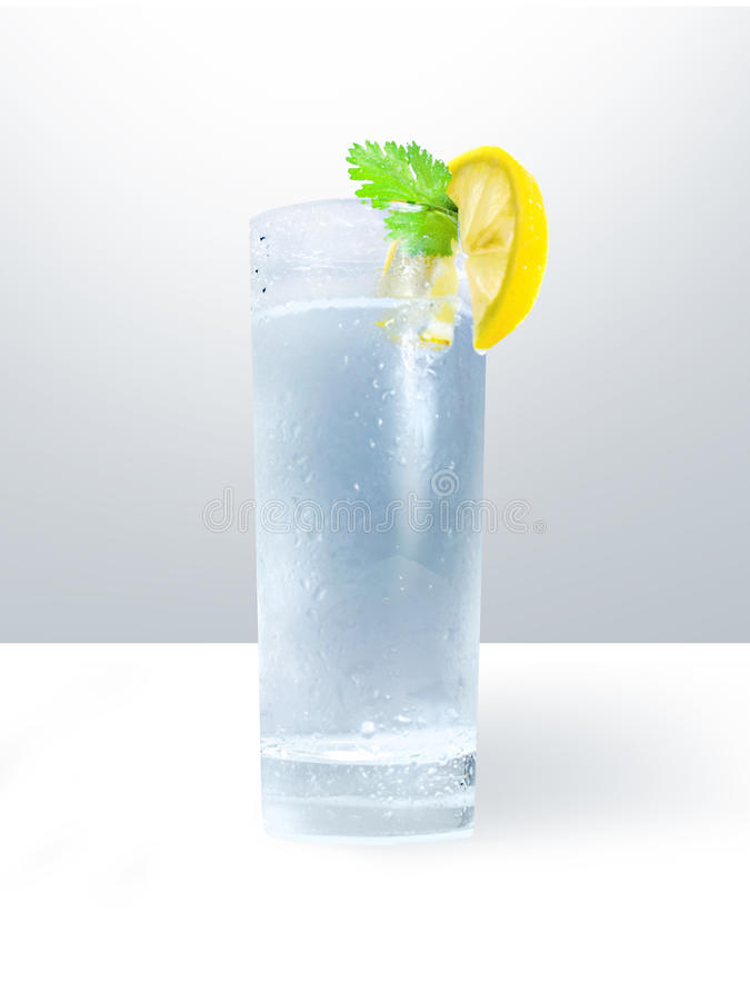 Vidrio de agua fría fotografía de archivo libre de regalías